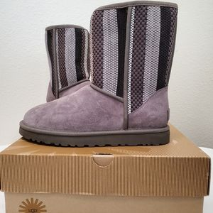 NWT UGG boots size 9 UNISEX gray with design.